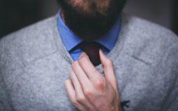 Dopasowany krawat przy garniturze