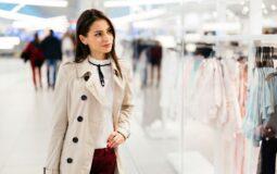 Stylizacja na rozmowę o pracę – o czym pamiętać przy wyborze sukienki?